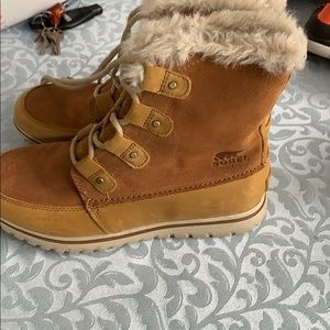 Sorrrel winter boots worn 1maybe 2 times size 9